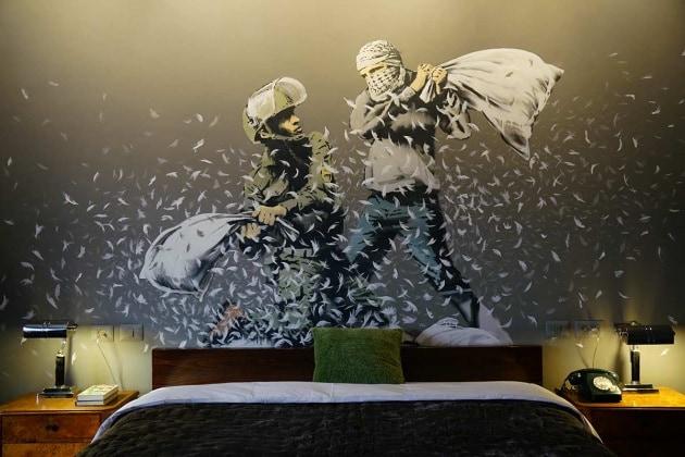Com'è fatto il Walled Off Hotel, l'albergo di Banksy