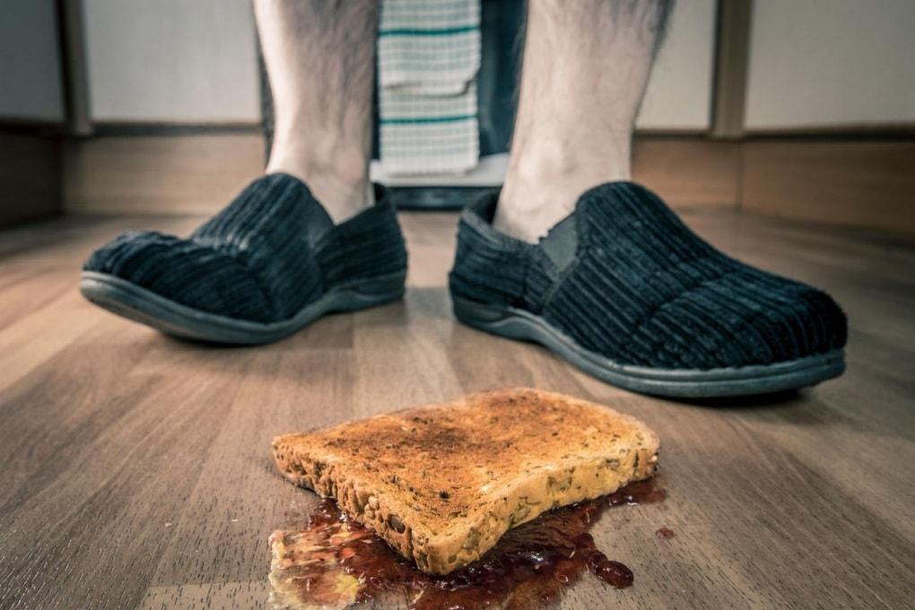 In quanto tempo si contamina il cibo caduto a terra?