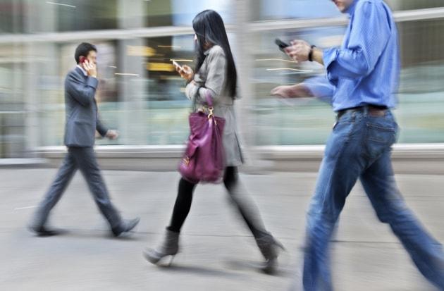 5 cose che non riesci a fare quando usi il cellulare