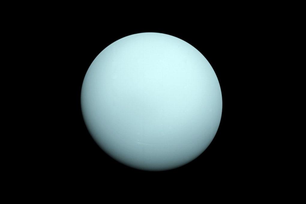 Il curioso moto di Urano ha una spiegazione