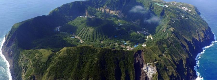 aogashima-island-volcano-crater-japan