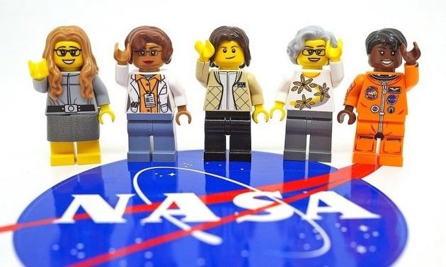 E se Elon Musk, sulla Luna, ci spedisse una donna?