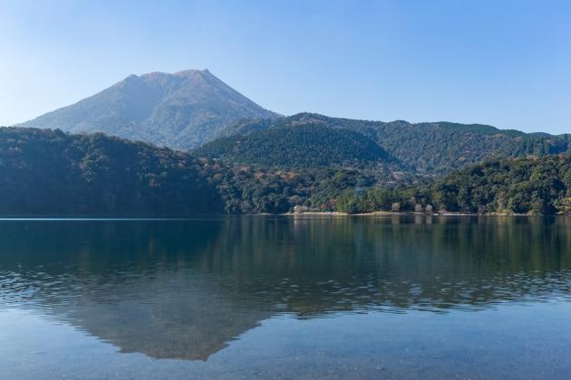 Due vulcani giapponesi che interagiscono tra loro