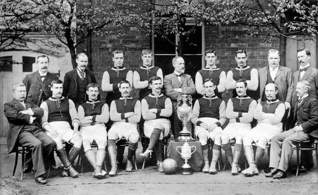 Chi è stato il primo calciatore professionista?