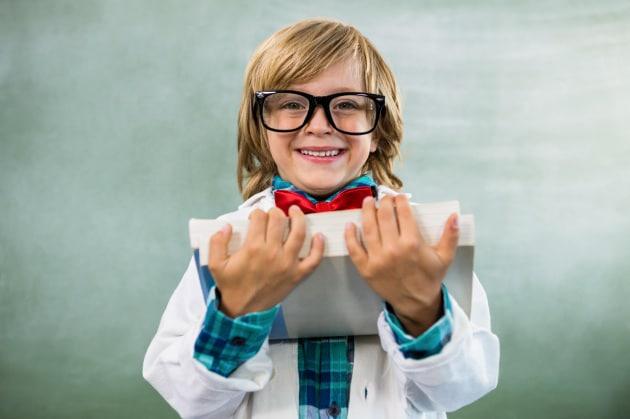 Chi ha bisogno degli occhiali è più intelligente: è scientifico