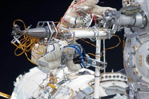 Batteri sconosciuti all'esterno della ISS: da dove arrivano?