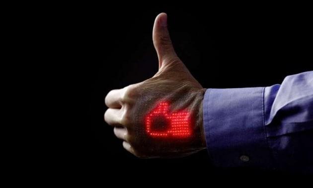 La pelle artificiale con il monitor