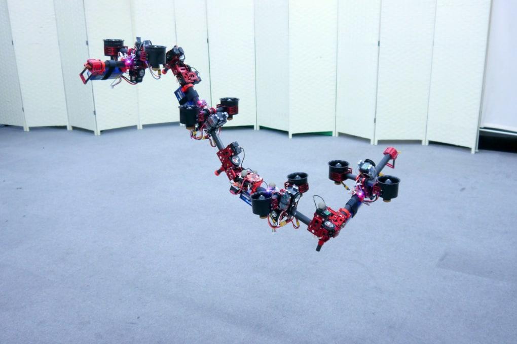 Il robot drago che cambia forma in volo