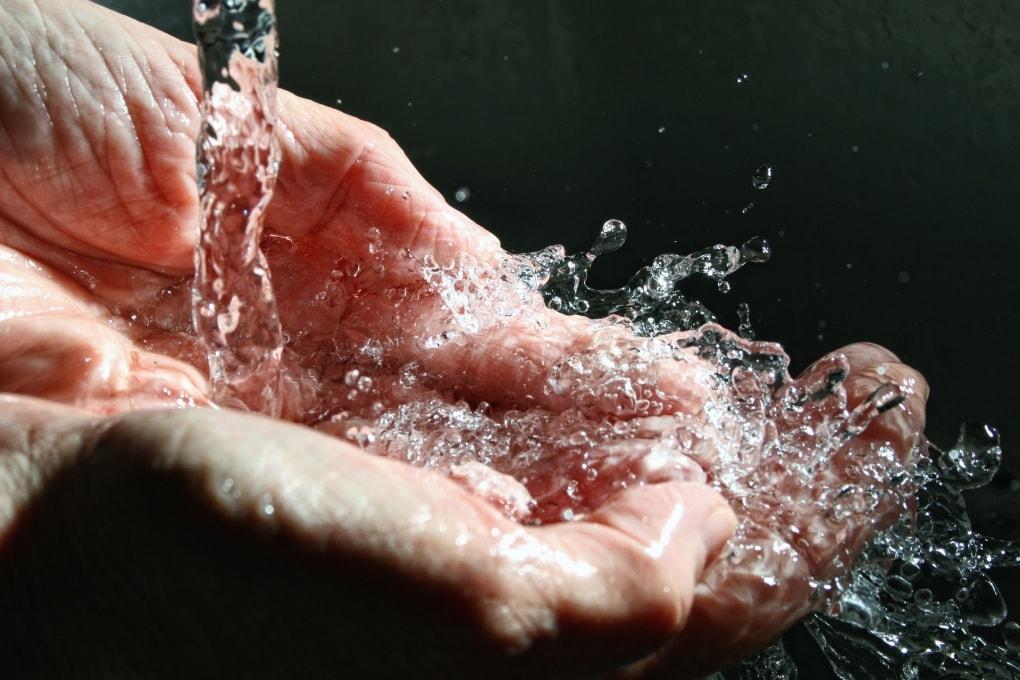 Fibre di plastica nell'acqua del rubinetto di tutto il mondo