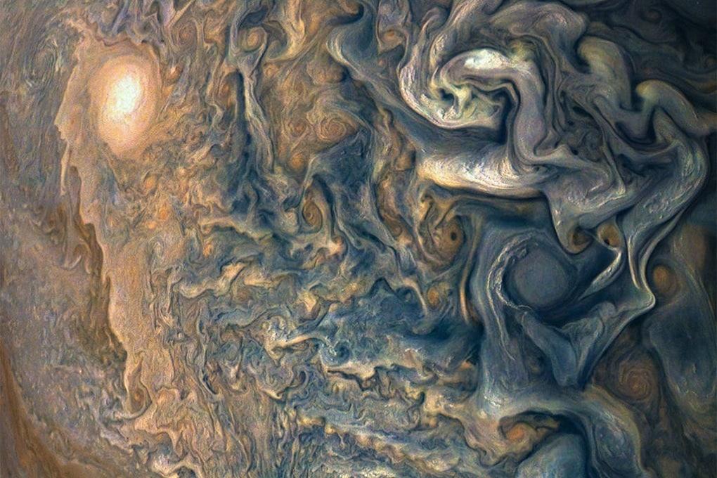 Sopra le nuvole di Giove