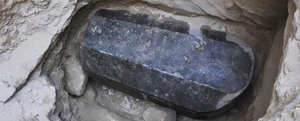 Risultati immagini per sarcofago scoperto in egitto