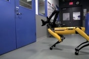 boston-dynamics-spot-mini-opens-door