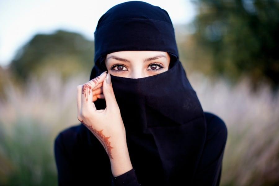 Hijab niqab e burka le differenze tra i veli delle donne - Perche le donne musulmane portano il velo ...