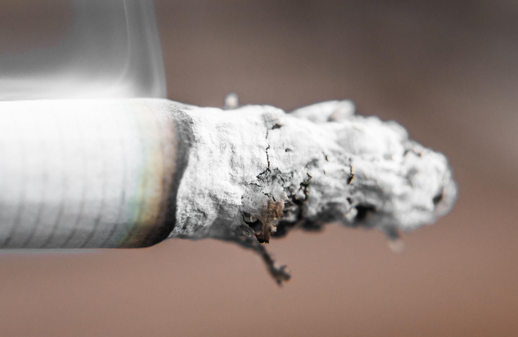 Come a disaccustom per fumare una mescolanza