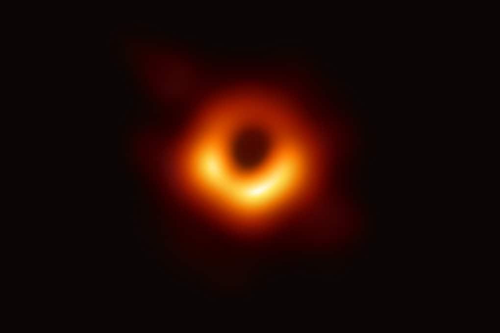 Agli scienziati dell'immagine del buco nero il Breakthrough Prize 2020