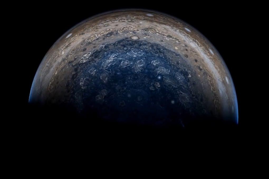 Nel sistema di Giove: la sonda Juno a metà missione