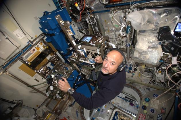 Luca Parmitano passa al comando della ISS