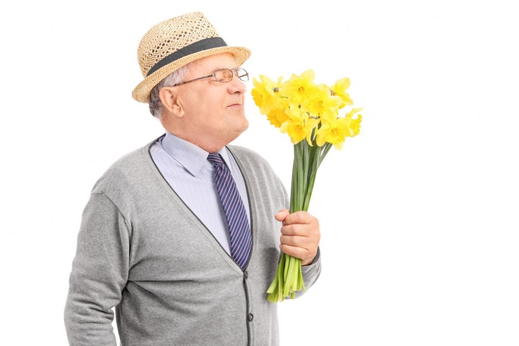 Perché il senso dell'olfatto peggiora con l'età