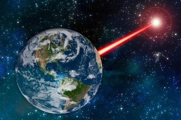 Usare i laser per segnalare la nostra posizione agli alieni: uno studio di fattibilità