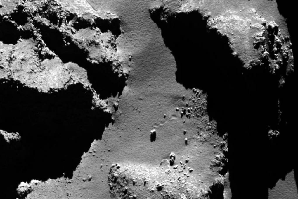67P/Churyumov-Gerasimenko: collassi e rimbalzi sulla cometa