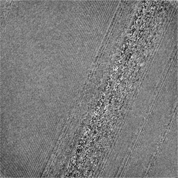 Anelli di Saturno: nuovi studi sui dati della sonda Cassini