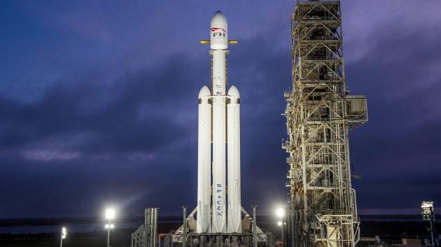 Il lancio record del Falcon Heavy: 24 satelliti (e 152 funerali)