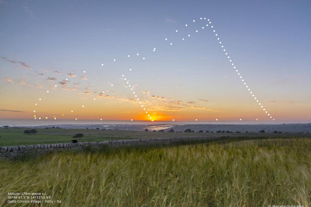 Inizia la stagione estiva: il percorso apparente del Sole in una fotografia astronomica
