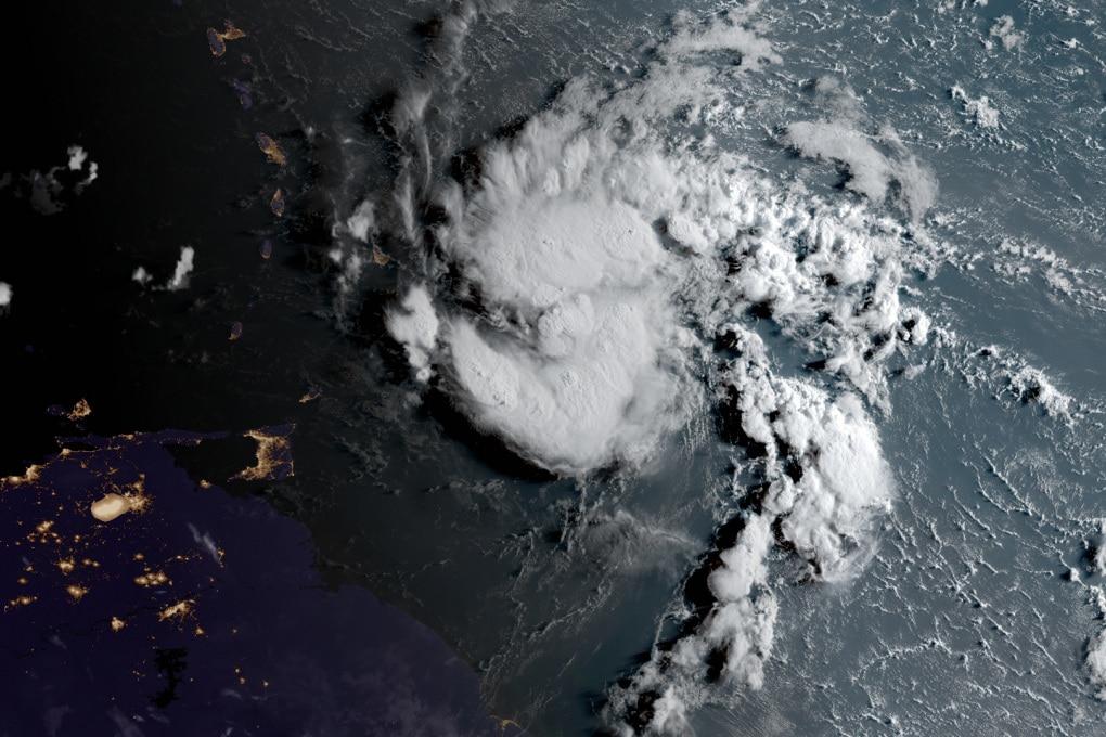 L'uragano Dorian si rafforza e fa rotta sulla Florida