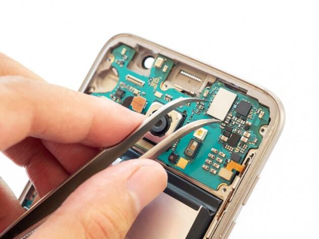 NO ----- Cosa c'è (davvero) nei nostri smartphone?