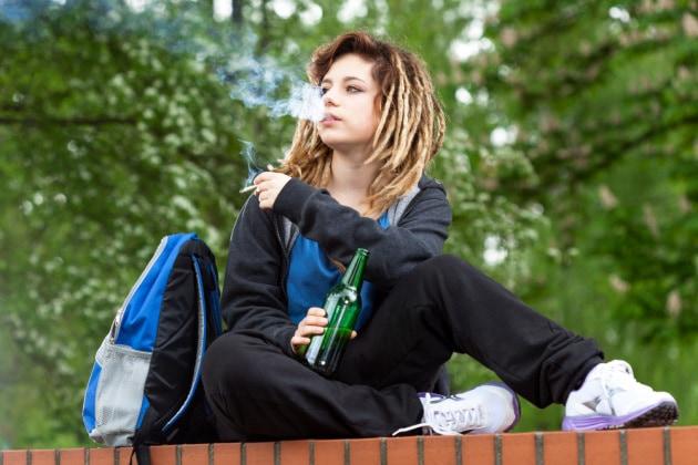 teenageralcolefumo