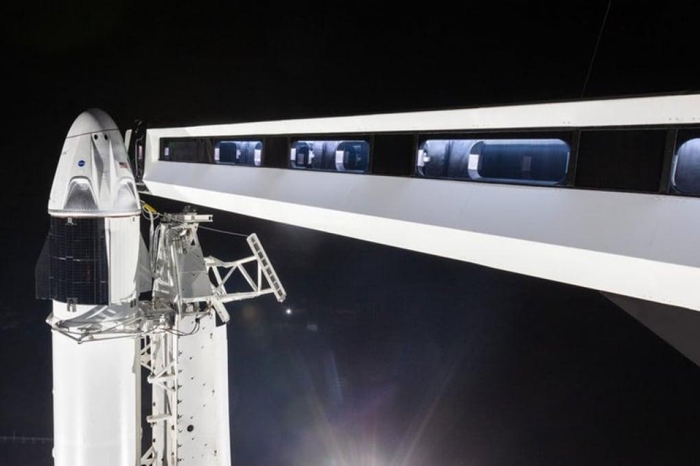 La capsula Crew Dragon di SpaceX è pronta al lancio da una piattaforma