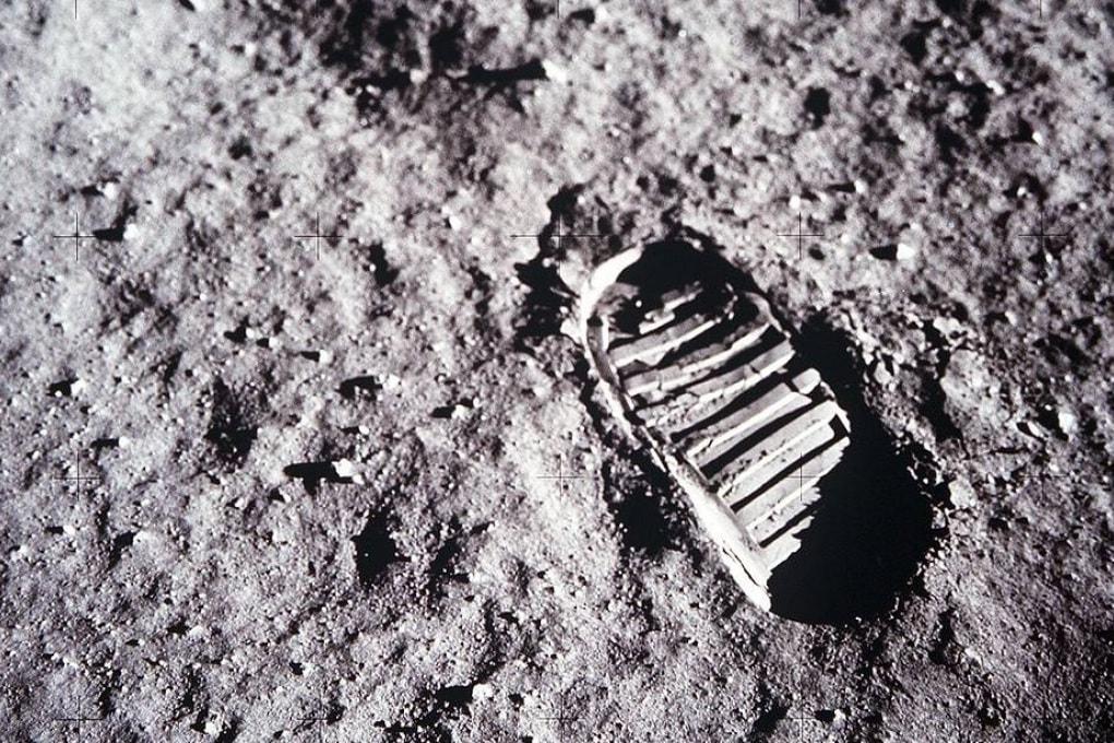 Luna: la curiosa storia della prima impronta