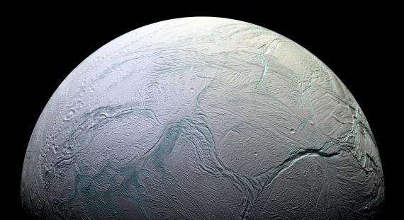 Encelado: un mondo-oceano sotto alla crosta di ghiaccio