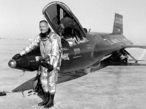 Neil Armstrong, NASA, Pilota Collaudatore