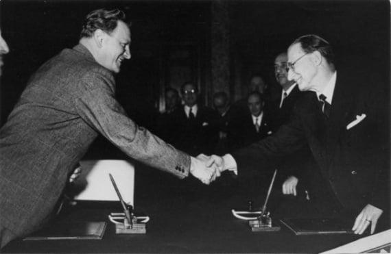 La firma dell'accordo De Gasperi-Gruber