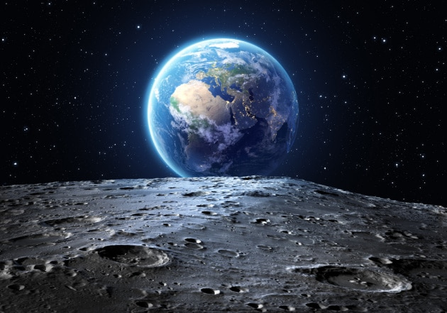 luna-terra_shutterstock_266203424