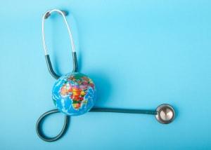 resistenza dei batteri agli antibiotici, inquinamento, diffidenza verso i vaccini