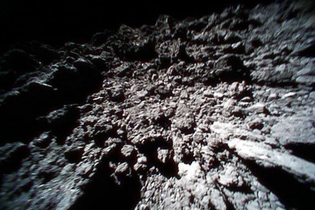 L'asteroide Ryugu è più asciutto del previsto