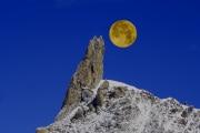 L'origine della Luna: ecco perché è così simile alla Terra
