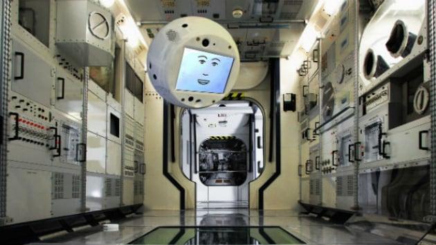 La prima missione di CIMON, l'astronauta robot