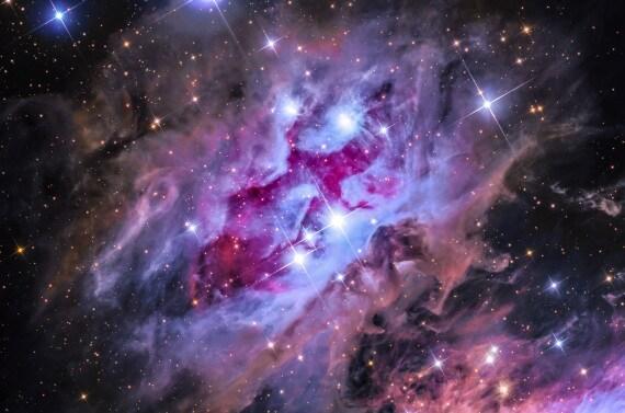 Un uomo che corre tra le stelle: la Running Man Nebula (NGC 1977)