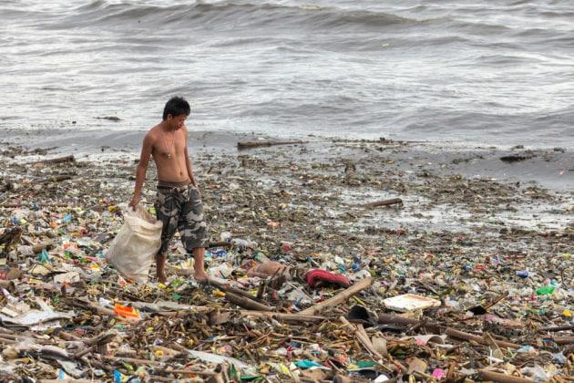 Plastica: dove finisce quella che buttiamo via?